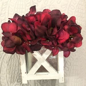 NWT Red flowers in farmhouse vase